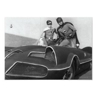 Robin und Batman stehend in Batmobile 12,7 X 17,8 Cm Einladungskarte