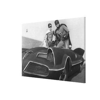 Robin und Batman stehend in Batmobile Galerie Falt Leinwand