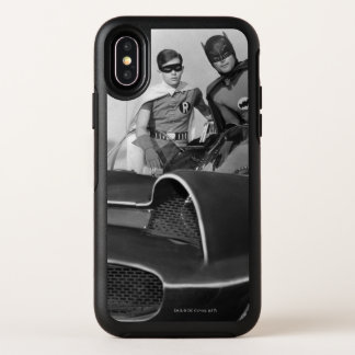 Robin und Batman stehend in Batmobile OtterBox Symmetry iPhone X Hülle