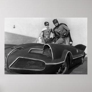 Robin und Batman stehend in Batmobile Poster