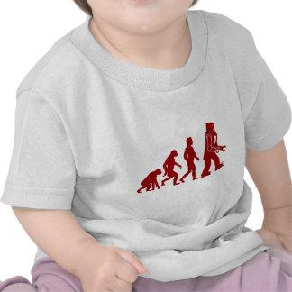 Roboter-Evolution des Mannes in Roboter Shirt