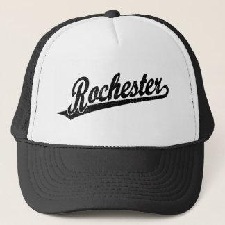 Rochester-Skriptlogo im Schwarzen beunruhigt Truckerkappe