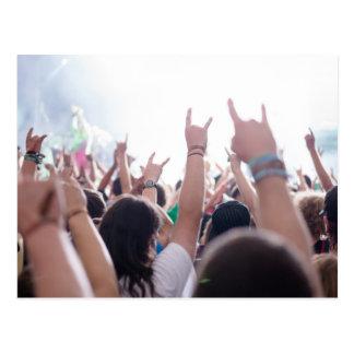 Rockkonzert-Publikum Postkarte