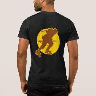 Rollerblading WWII Tasche-t Front u. Rückseite T-Shirt