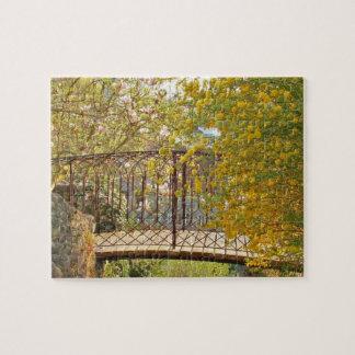 Romantische Brücke im Früjahr Puzzle