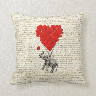 Romantische Elefant- u. Herzballone Kissen