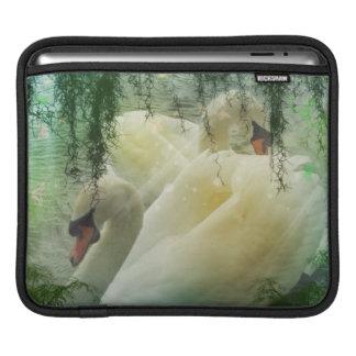 Romantische Frühlings-Swan See-Weiß-Schwäne Sleeve Für iPads