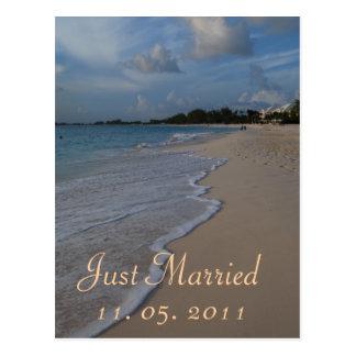 Romantische gerade verheiratete postkarte