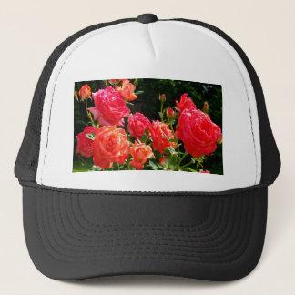 Romantische korallenrote Rosen Truckerkappe