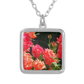Romantische korallenrote Rosen Versilberte Kette