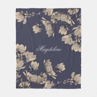 Romantische Vintage Magnolien Fleecedecke