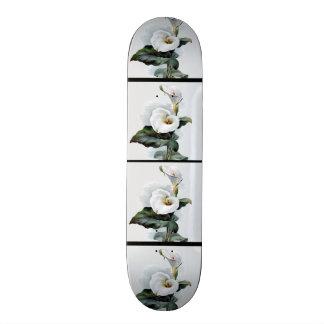 Romantische Vintage weiße Calla-Lilien Skateboard