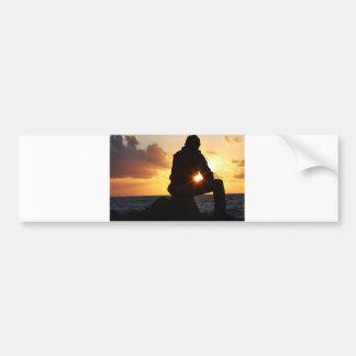 Romantischer Mann am Sonnenuntergang Autoaufkleber