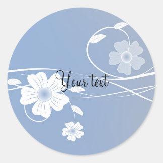 Romantisches blaues und weißes Blumenmuster Runder Aufkleber