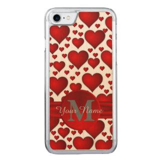 Romantisches Herzmuster mit Monogramm Carved iPhone 7 Hülle