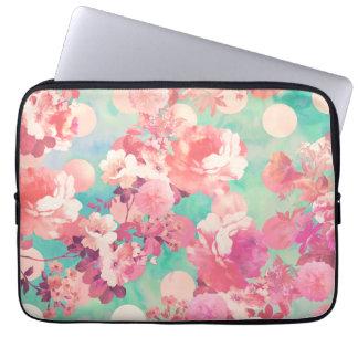 Romantisches rosa Retro Blumenmuster-aquamarine Laptop Schutzhüllen