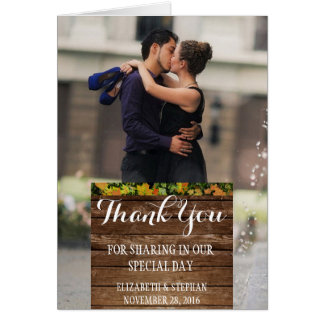 Romanze Kuss der Paare im Brunnen/danken Ihnen Karte