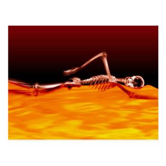 Röntgenstrahl-Skeleton Schwimmen im See des Feuers Postkarte