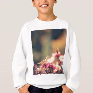 Rosa Blumen mit dem Schmetterling gefiltert Sweatshirt