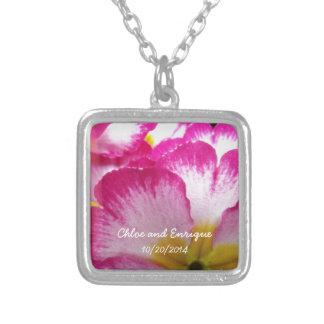 Rosa Blumen-personalisierte Hochzeit Halskette Mit Quadratischem Anhänger