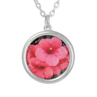 Rosa Blumen-Silber überzogen ringsum Halskette