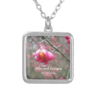 Rosa Blumen-und Regen-Tropfen-Gastgeschenk Halskette Mit Quadratischem Anhänger