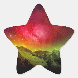 Rosa Blüten-Aurora Borealis über einem felsigen Stern-Aufkleber