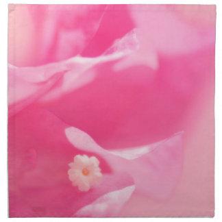 Rosa Bouganvilla-Blätter und Blumen-Nahaufnahme Stoffserviette