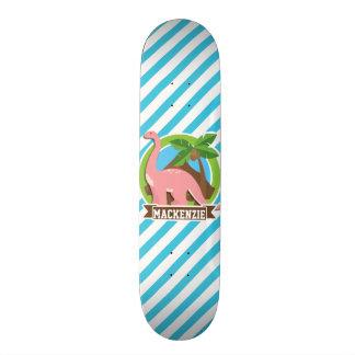 Rosa Dinosaurier; Blaue u. weiße Streifen Skate Board