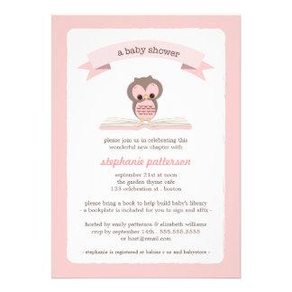 Rosa Eule holen eine Buch-Babyparty-Einladung