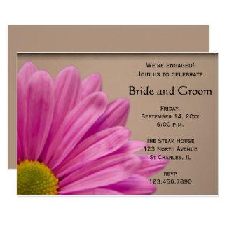 Rosa Gänseblümchen auf TAN-Verlobungs-Party Karte