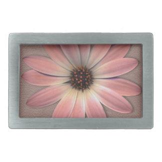 Rosa Gänseblümchen auf Taupe-Leder-Druck Rechteckige Gürtelschnalle