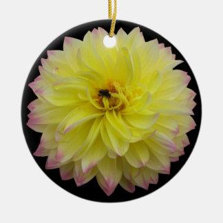 Rosa gelbe Blumen-Verzierung Rundes Keramik Ornament