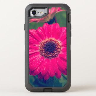Rosa Gerbera-Gänseblümchen in der Blüte OtterBox Defender iPhone 8/7 Hülle