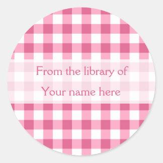 Rosa Gingham von der Bibliothek von Buchzeichen Runder Aufkleber