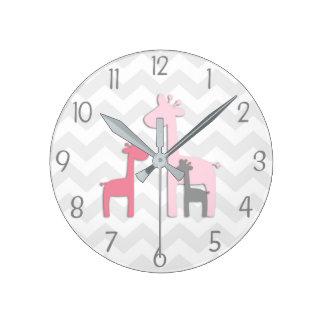 Rosa graue Giraffen-Wanduhr Runde Wanduhr