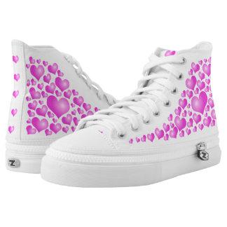 Rosa Herzen auf weißem Hintergrund Hoch-geschnittene Sneaker