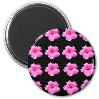 Rosa Hibiskus-Blumen auf Schwarzem, _ Runder Magnet 5,7 Cm
