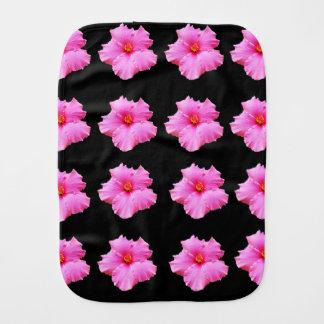 Rosa Hibiskus-Blumen auf Schwarzem, _ Spucktuch