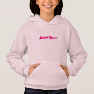 "Rosa ""Jordynn ordnet"" Sweatshirt an"