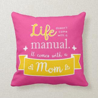 Rosa Kissen mit einem Zitat für Mamma
