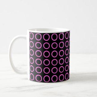 Rosa kreist Schwarzes ein Kaffeetasse