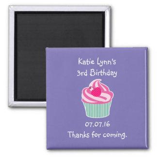 Rosa Kuchen-Geburtstags-Gastgeschenk Quadratischer Magnet