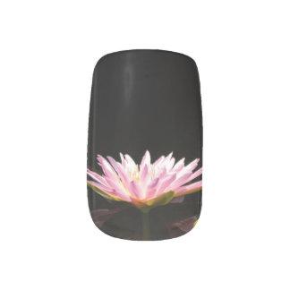 Rosa Lotos-Wasserlilie-Nagel-Kunst Minx Nagelkunst