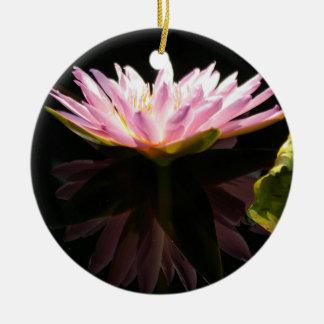 Rosa Lotos-Wasserlilie Rundes Keramik Ornament