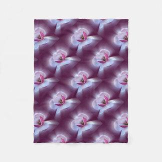 rosa Magnolienschatten Fleecedecke
