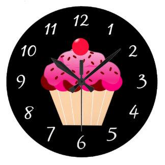 Rosa mattierte Kuchen-Wand-Uhr mit weißen Zahlen Uhr