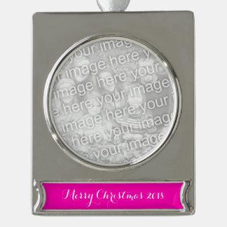 Rosa Neonnormallack fertigen es besonders an Banner-Ornament Silber
