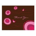 Rosa punktierte Blumen und glückliche Vögel danken Postkarten