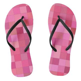Rosa quadratisches Mosaik Flip Flops